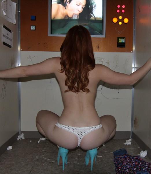 Девушка насмотрелассь порно и ей очень захотелось в киску