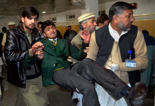 Dienstag, 16 dezember, im krankenhaus von Peshawar nach dem anschlag auf die mindestens 100 toten in einer schule.