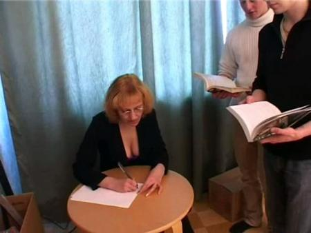 Сильвию Петровну трахают пять студентов