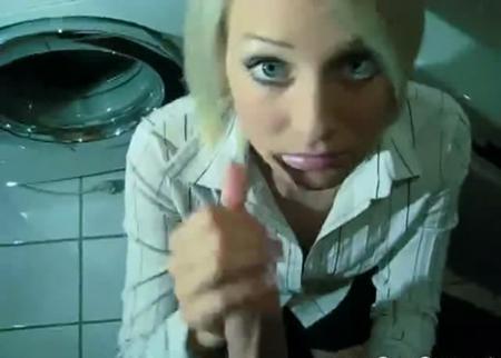 Трахнул служанку в ванной