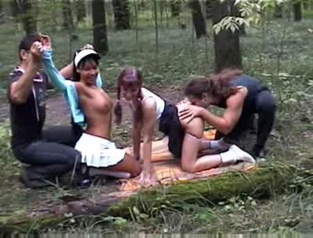 Пошли две студентки в лес по грибы