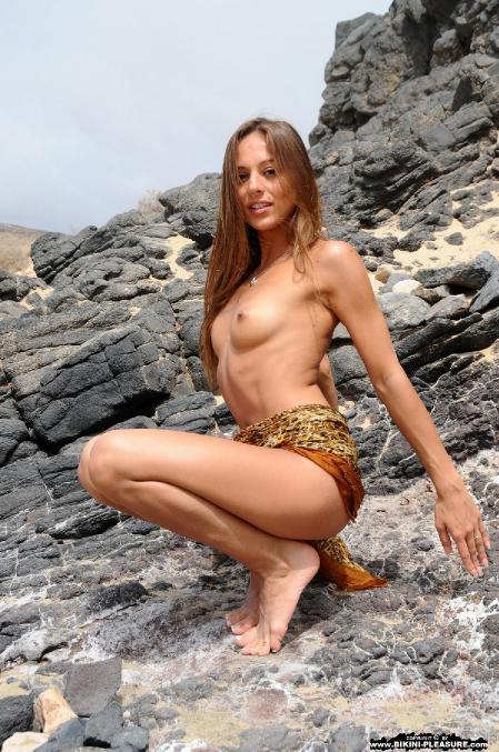 Bikini-Pleasure: Dominika C. - Rocks