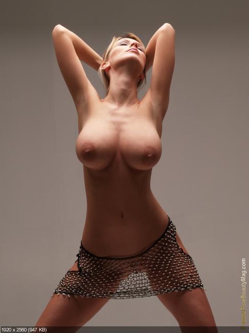 Осиные талии голых девушек фото