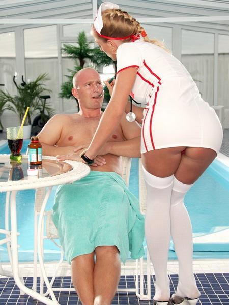 У лысого мажора персональная медсестра